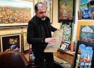 صائد أخشاب أثرية يحولها إلى لوحات فنية في البوسنة