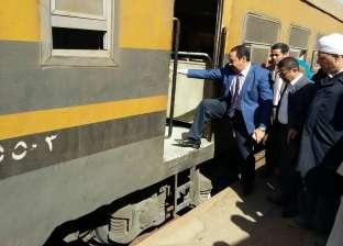 """برلماني: """"رصيف محطة قطار الواسطى 70 سم.. هيركبوه ازاي"""""""