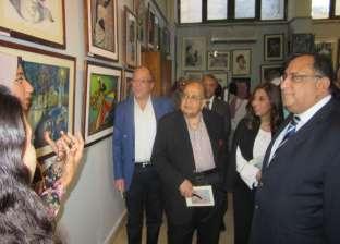 بالصور| رئيس جامعة حلوان يفتتح معرض القسم الحر بكلية الفنون الجميلة