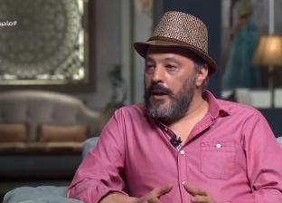 عمرو عبدالجليل يكشف سبب ارتداءه قبعة بشكل دائم