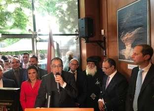 صور| رئيس الوزراء يكرم هاني عازر في احتفالية السفارة المصرية ببرلين
