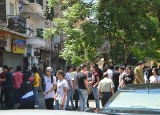 علت الضحكة وجوههم.. ارتياح بين طلاب الإسكندرية بامتحاني الكيمياء والجغرافيا