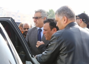 الفنان أحمد التهامي ومصطفى هريدي يقدمان العزاء في وفاة شقيق محمد فؤاد
