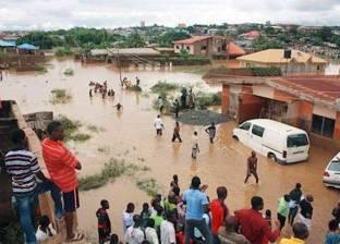 بالصور| عشرات القتلى جراء فيضانات في نيجيريا