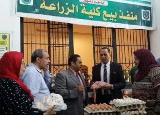 رئيس جامعة دمنهور يتفقد منفذ بيع السلع الغذائية في كلية الزراعة