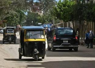 """تأجيل محكمة مذيع بتهمة فبركة صور """"سائق التوك توك"""" لـ10 مايو"""