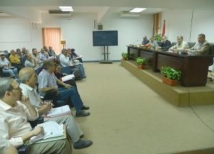 محافظ أسيوط يعقد اجتماعا لمناقشة الانتهاء من الخطة الاستثمارية