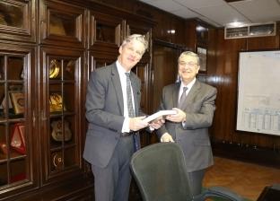 وزير الكهرباء يبحث مع سفير بريطانيا سبل التعاون بين البلدين