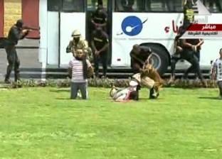 بالفيديو|خريجو الشرطة يقدومن عرض الكلاب البوليسية والتعامل مع الخارجين