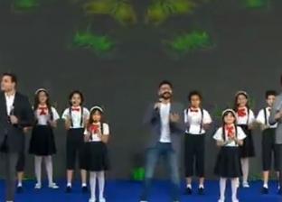 على ربيع وأكرم حسني وتامر حسني يغنون لأبناء الشهداء بحضور الرئيس