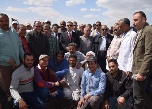 وزير الزراعة ومحافظ بني سويف يفتتحان موسم زراعة القطن