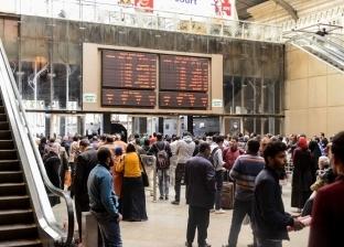 بعد 24 ساعة من الحادث.. عودة حركة القطارات وتوافد الركاب