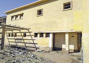 «الزوك الغربية» فى سوهاج.. وحدة صحية أصبحت موطناً للأمراض