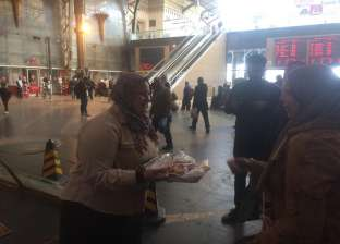 """أمهات مسافرات يعبرن عن سعادتهن لاحتفال """"السكة الحديد"""" بعيد الأم"""