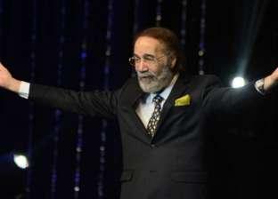 محمود ياسين على خشبة المسرح.. مسيرة حافلة مع كبار المخرجين والفنانين