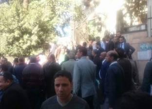 """المحامون المتظاهرون يرفضون محاولات """"كركاب"""" للتهدئة: """"أعضاء المجلس برة"""""""