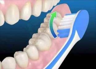 """""""لا تنسى لسانك"""".. 4 أخطاء نرتكبها عند غسيل الأسنان بالفرشاة"""