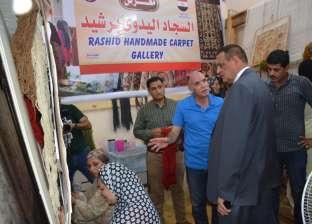 محافظ البحيرة يتفقد مشروع المرأة المعيلة لصناعة السجاد اليدوي في رشيد