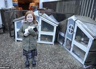 بالصور| أسرة بريطانية تحول منزلها لحديقة حيوانات مصغرة