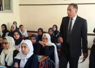 """وكيل """"تعليم دمياط"""" يوجه بإنشاء سور فاصل بين مدرستين للبنين والبنات"""