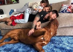 بالصور| متابعو «ميسي» يحسدون كلبه: «بقى جمل وبانت عليه النعمة»