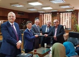"""""""الكهرباء"""" توقع عقد تنفيذ إنشاء محطة محولات شرق قنا"""