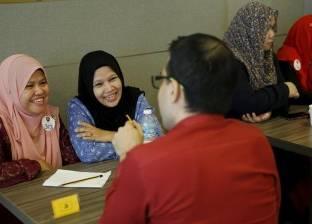 """ماليزيا تطلق """"التعارف الحلال"""" لمساعدة الشباب والفتيات على الزواج"""
