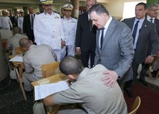 وزير الداخلية يتفقد لجان امتحانات طلبة كلية الشرطة