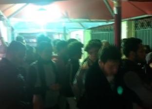طوابير المصوتين أمام مدرسة قصر الدوبارة قبل غلق لجان الاستفتاء