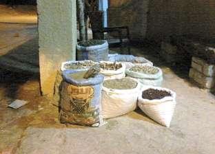ضبط سلع منتهية الصلاحية داخل محل عطارة في بسيون