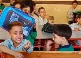 """والد طفل """"عاوز أنام والنبي يا حاجة"""": """"مش عاوز يروح المدرسة تاني"""""""