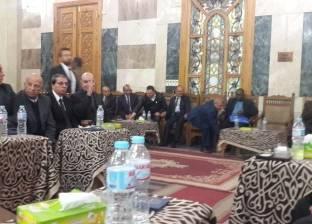 محلب وجيهان السادات والديب في عزاء إبراهيم نافع