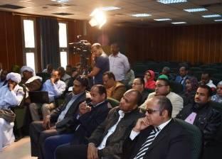 عمدة بنبان يطالب باستثمار الثروات التعدينية في أسوان