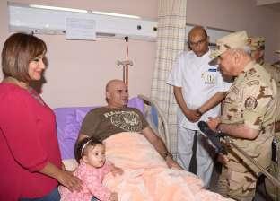 بالصور| وزير الدفاع يزور مصابي العمليات الإرهابية: سنردع كل من يعبث بأمن الوطن