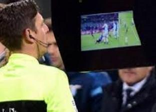 بالفيديو| لاعب يحصل على البطاقة الحمراء مرتين في مباراة واحدة