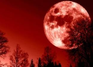 """أطول خسوف في القرن 21.. العالم يستعد لـ""""القمر الدموي"""""""