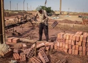 أوجاع «عمال الطوب الأحمر»: الفصل مكافأة نهاية العمل.. والمصاب «بيتعالج على حسابه»