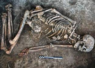 اكتشاف زخارف غريبة على عظام امرأة مدفونة منذ 4500 سنة
