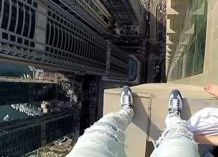 """""""مغامرة مثيرة"""".. مصور """"يبحث عن السعادة"""" أعلى ناطحة سحاب في دبي"""