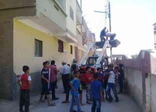 رئيس الوحدة المحلية بقرية الكاشف الجديد يتفقد إقامة مدرسة بدوي سلطان