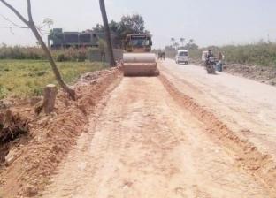 محافظ البحيرة يوجه باستكمال أعمال رصف الطرق بالمراكز والقرى