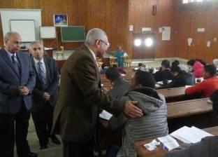 رئيس جامعة المنيا يتفقد امتحانات كليات التربية والتمريض والحقوق