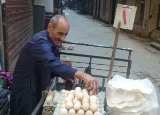 """في رحلة الشقا.. """"عم طلعت"""" من نجار لبائع بيض على """"تروسيكل"""": """"السن يحكم"""""""