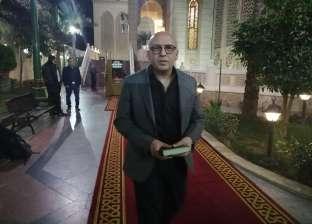 زوج جنات يعزي هشام عباس في وفاة والدته