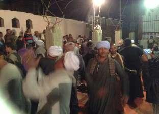 """تجمهر العشرات من أهالي قرية """"أبودياب"""" أمام مديرية أمن قنا بعد خطف سائق"""