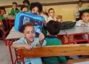 """قانونيون عن تصوير تلميذ يترجى معلمته النوم: """"يحق لأسرته طلب تعويض"""""""