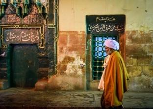 بالصور| مريدو آل البيت يحتفلون بذكرى الحسين بالمزمار والشموع.. و«التهامى» يحيى الليلة الكبيرة بالإنشاد