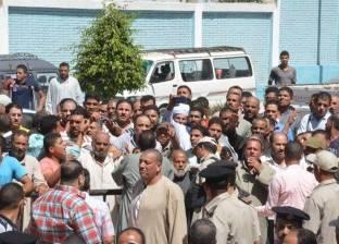 تجمهر العشرات من أهالي ضحايا مركب رشيد في البحيرة للمطالبة باستمرار البحث عن أولادهم