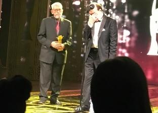 حسن حسني أثناء تكريمه بافتتاح القاهرة السينمائي