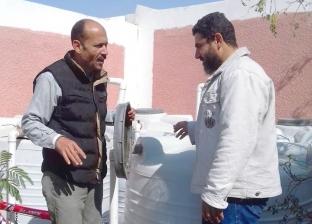بالصور: غسيل وتطهير خزانات المياه بمدارس رأس سدر